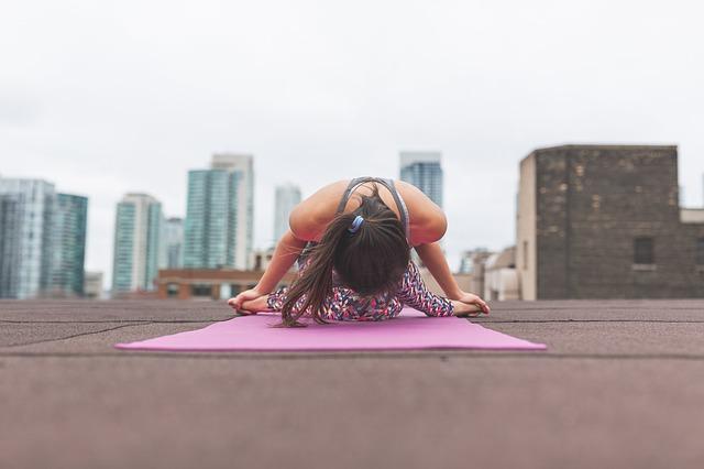 yoga in der stadt